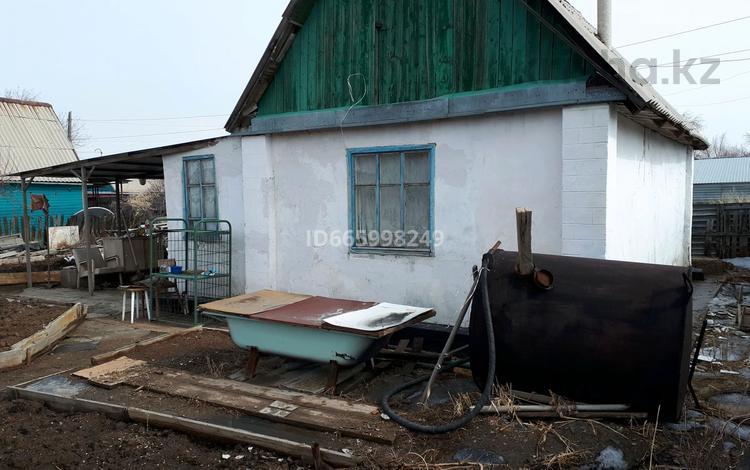 Дача с участком в 8 сот., Клубничная 75 за 2.5 млн 〒 в Сатпаев