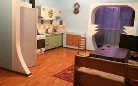 4-комнатная квартира, 200 м², 1/4 этаж помесячно, Валиханова 35б за 150 000 〒 в Актобе, Старый город