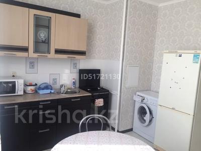 1-комнатная квартира, 40 м², 4/9 этаж посуточно, 4 мкр 35 за 8 000 〒 в Аксае — фото 3