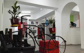 Магазин площадью 90 м², Желтоксан 132 — Богенбай Батыра за 70 млн 〒 в Алматы, Алмалинский р-н