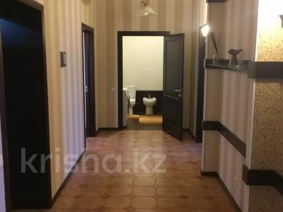 4-комнатная квартира, 160 м², 5/8 этаж, проспект Санкибай Батыра 40к2 — А.Молдагуловой за 39 млн 〒 в Актобе, мкр. Батыс-2