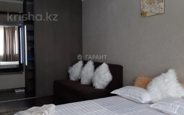 1-комнатная квартира, 50 м², 6/9 этаж посуточно, Саина 85 — Абая за 8 000 〒 в Алматы, Ауэзовский р-н