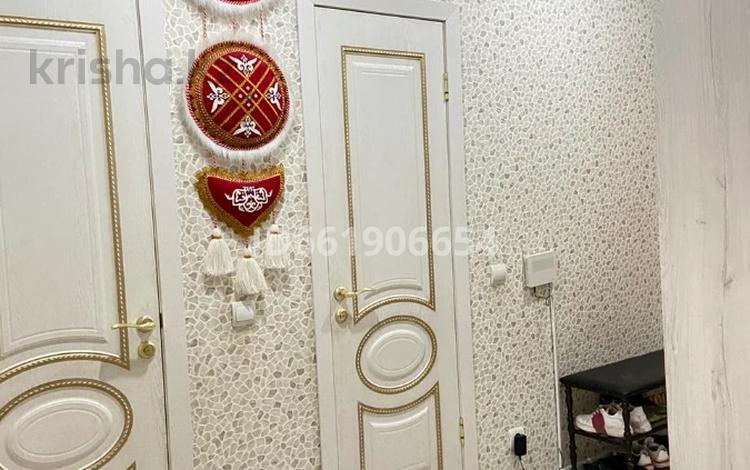 2-комнатная квартира, 50 м², 4/19 этаж помесячно, мкр Строитель, Сырым Датова 32\2 за 130 000 〒 в Уральске, мкр Строитель