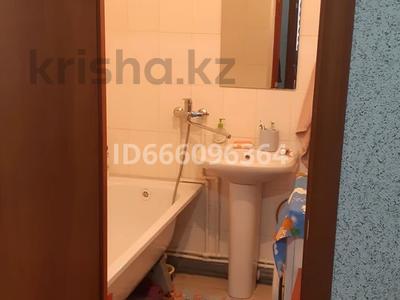 1-комнатная квартира, 52 м², 2/5 этаж, 10 мкрн 28 за 15 млн 〒 в Аксае