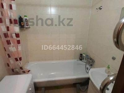 1-комнатная квартира, 40 м², 1/5 этаж по часам, мкр Юго-Восток, Степной 4 мкр 17 за 1 000 〒 в Караганде, Казыбек би р-н