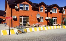 4-комнатный дом помесячно, 160 м², 3 сот., Ак Шагала 1 за 350 000 〒 в Атырау
