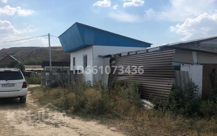 2-комнатный дом, 32 м², 10 сот., Посёлок Раимбек за 10 млн 〒 в Алматы, Наурызбайский р-н