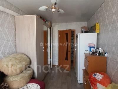 3-комнатная квартира, 57 м², 5/5 этаж, мкр Пришахтинск, 21й микрорайон 16 за 12 млн 〒 в Караганде, Октябрьский р-н