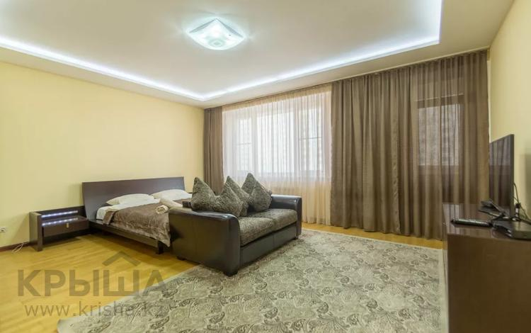 1-комнатная квартира, 68 м², 4 этаж посуточно, Кунаева 14 д за 10 000 〒 в Нур-Султане (Астана), Есиль р-н