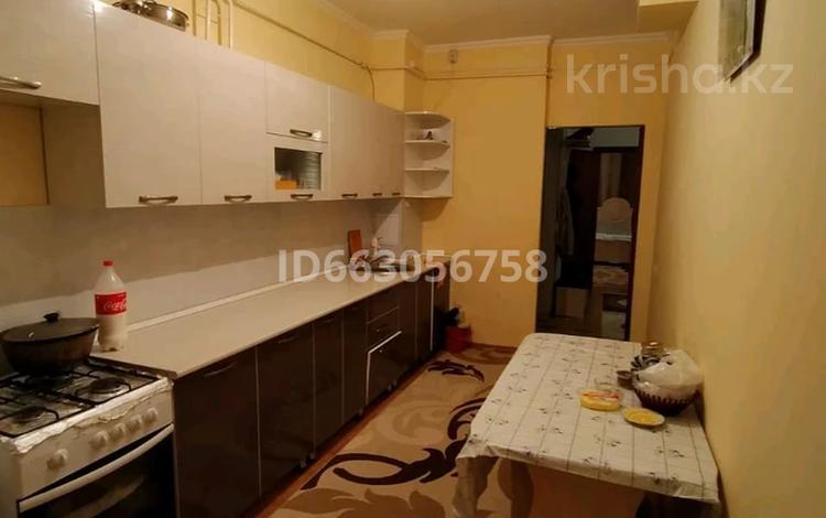 3-комнатная квартира, 74.8 м², 1/5 этаж, 15 12 за 17 млн 〒 в Таразе