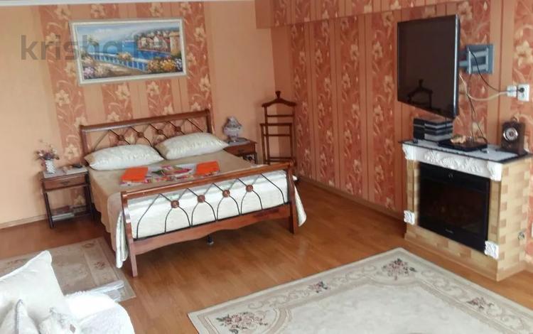 1-комнатная квартира, 70 м², 5/8 этаж посуточно, Панфилова — Гоголя за 14 000 〒 в Алматы, Алмалинский р-н