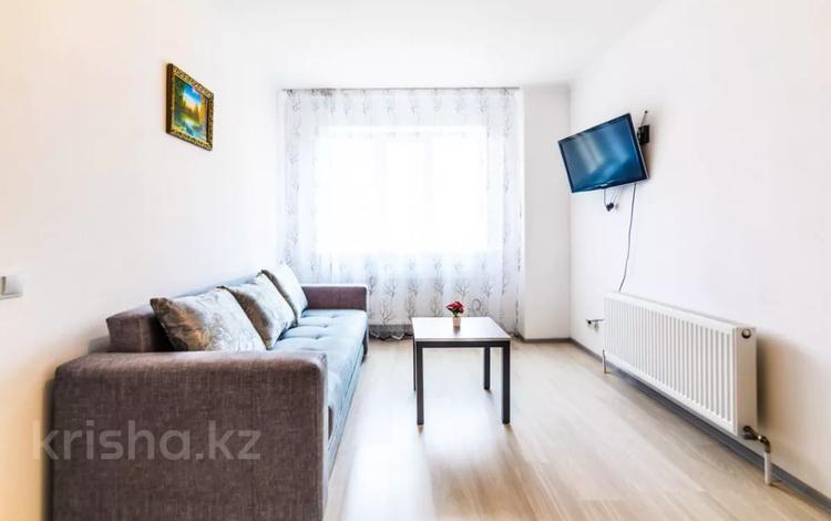 1-комнатная квартира, 40 м², 14/14 этаж посуточно, Туран 55/4 — Жанибек Керей хандар за 8 500 〒 в Нур-Султане (Астана), Есиль р-н