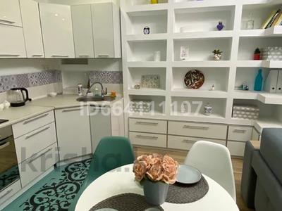 2-комнатная квартира, 60 м², 6/6 этаж посуточно, 12 микрорайон, бокенбай батыра 32 за 12 990 〒 в Актобе