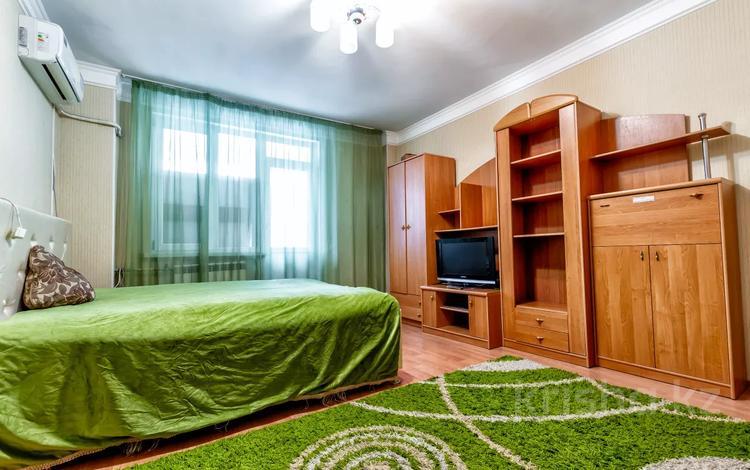 1-комнатная квартира, 42 м², 8/9 этаж посуточно, Сарайшык 9 — Акмешит за 8 000 〒 в Нур-Султане (Астана), Есиль р-н