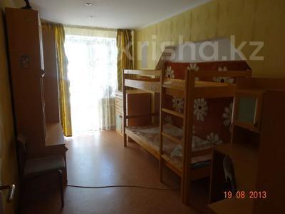 3-комнатная квартира, 60 м², 2/9 этаж помесячно, Гапеева 1 за 130 000 〒 в Караганде — фото 8