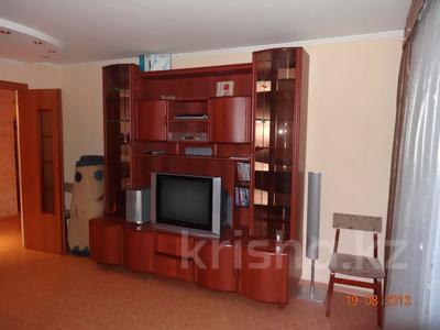 3-комнатная квартира, 60 м², 2/9 этаж помесячно, Гапеева 1 за 130 000 〒 в Караганде — фото 2