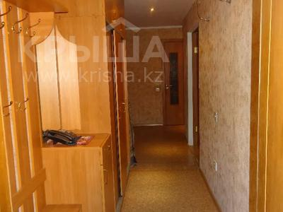 3-комнатная квартира, 60 м², 2/9 этаж помесячно, Гапеева 1 за 130 000 〒 в Караганде — фото 10