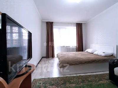 1-комнатная квартира, 32 м², 1/9 этаж посуточно, Абдирова 43/2 — Назарбаева за 7 000 〒 в Караганде, Казыбек би р-н — фото 2