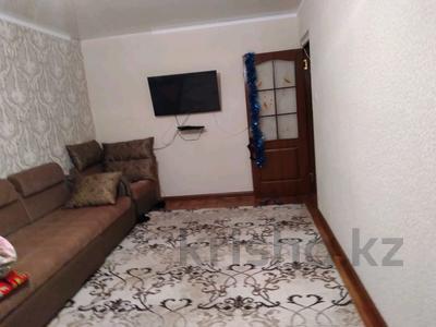 2-комнатная квартира, 50 м², 1/5 этаж, 16-й микрорайон, 16-й микрорайон за 16.5 млн 〒 в Шымкенте, Енбекшинский р-н