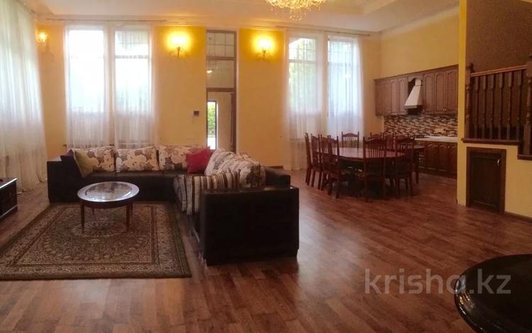 5-комнатный дом помесячно, 270 м², 2 сот., мкр Коктобе, Омарова за 600 000 〒 в Алматы, Медеуский р-н