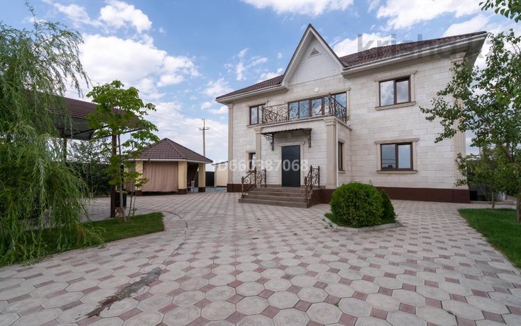 7-комнатный дом, 360 м², 9 сот., мкр Кайрат, 5-я 28 за 97 млн 〒 в Алматы, Турксибский р-н