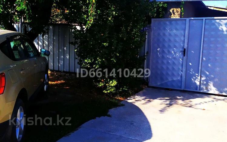 4-комнатный дом, 98.7 м², 6 сот., Кобикова за 32 млн 〒 в Алматы, Турксибский р-н