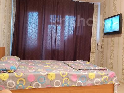 1-комнатная квартира, 32 м² по часам, улица Протозанова 35 за 1 000 〒 в Усть-Каменогорске