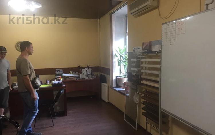 Магазин площадью 86.1 м², Назарбаева 39 — Стахановская за ~ 21.2 млн 〒 в Усть-Каменогорске