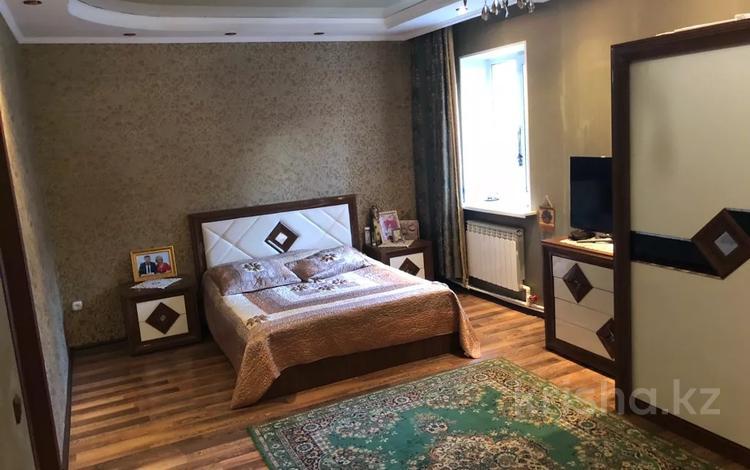6-комнатный дом, 167 м², 6 сот., Пичугина 158 за 45 млн 〒 в Караганде, Казыбек би р-н