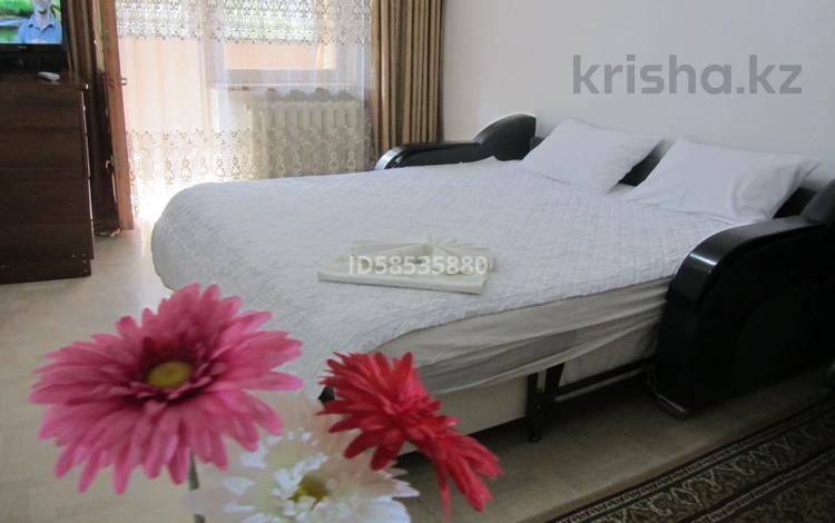 1-комнатная квартира, 33 м², 2/5 этаж посуточно, проспект Абая — Ауэзова за 5 000 〒 в Алматы, Алмалинский р-н