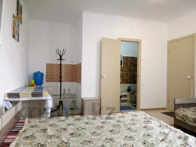 1-комнатный дом посуточно, 30 м², 10 сот., Биржан Сала 29 за 15 000 〒 в Бурабае — фото 5