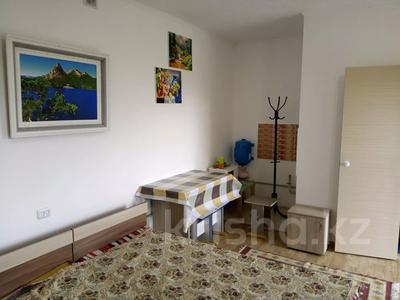 1-комнатный дом посуточно, 30 м², 10 сот., Биржан Сала 29 за 15 000 〒 в Бурабае — фото 7