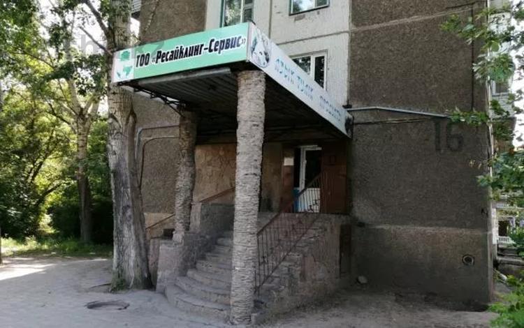 Магазин площадью 61 м², Мкр 22 16 за ~ 11.1 млн 〒 в Караганде, Октябрьский р-н