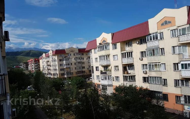 2-комнатная квартира, 75 м², 4/5 этаж, мкр Думан-2 за 18 млн 〒 в Алматы, Медеуский р-н