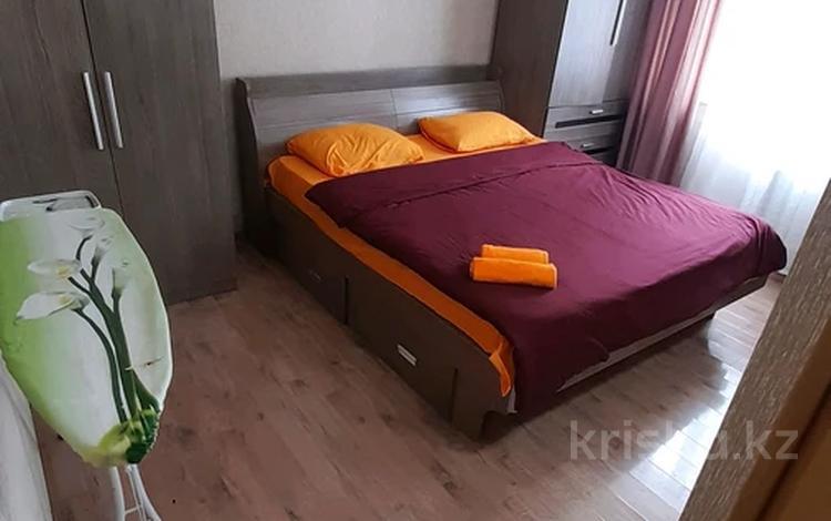 2-комнатная квартира, 65 м², 7/14 этаж посуточно, Сыганак 10 — Сауран за 10 000 〒 в Нур-Султане (Астана), Есиль р-н