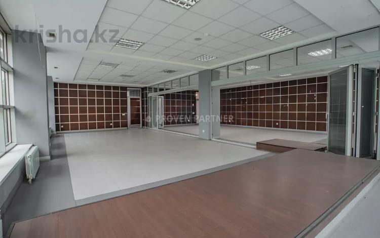 Офис площадью 800 м², Карасай Батыра — проспект Сакена Сейфуллина за ~ 2.9 млн 〒 в Алматы, Алмалинский р-н