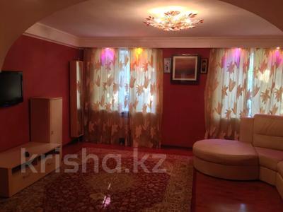 2-комнатная квартира, 80 м² посуточно, 101-й Стрелковой бригады 7 за 7 000 〒 в Актобе, Новый город