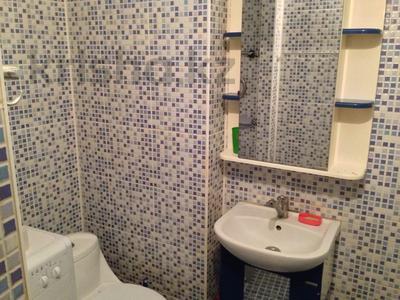 2-комнатная квартира, 80 м² посуточно, 101-й Стрелковой бригады 7 за 7 000 〒 в Актобе, Новый город — фото 11