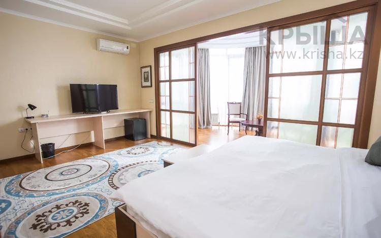 1-комнатная квартира, 45 м² по часам, Аль-Фараби 45 — Маркова за 3 000 〒 в Алматы, Бостандыкский р-н