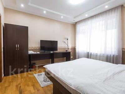 1-комнатная квартира, 45 м² по часам, Аль-Фараби 45 — Маркова за 3 000 〒 в Алматы, Бостандыкский р-н — фото 3
