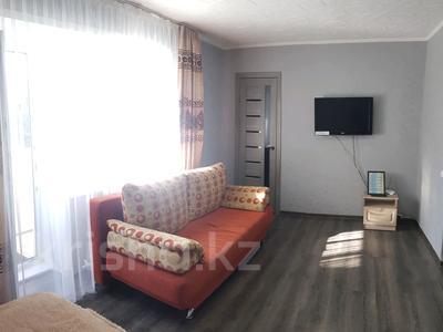 1-комнатная квартира, 33 м², 4/5 этаж посуточно, проспект Нурсултана Назарбаева 5 за 7 000 〒 в Усть-Каменогорске