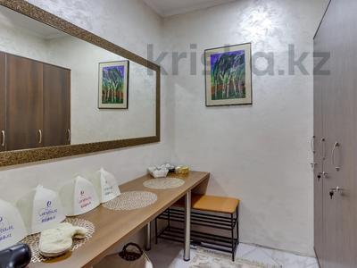 4-комнатный дом помесячно, 340 м², Керей-Жаныбек Хандар за 3 млн 〒 в Алматы, Медеуский р-н — фото 37