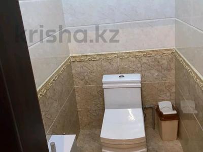 5-комнатный дом помесячно, 200 м², 8 сот., Мкр Самал-2 23 — Казиева-Аргынбекова за 300 000 〒 в Шымкенте — фото 10
