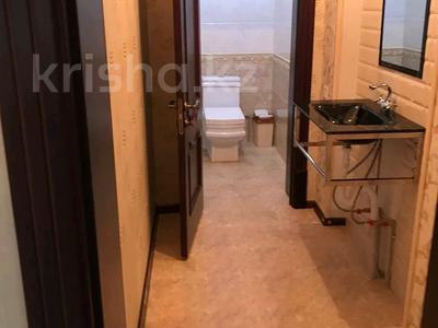5-комнатный дом помесячно, 200 м², 8 сот., Мкр Самал-2 23 — Казиева-Аргынбекова за 300 000 〒 в Шымкенте — фото 8