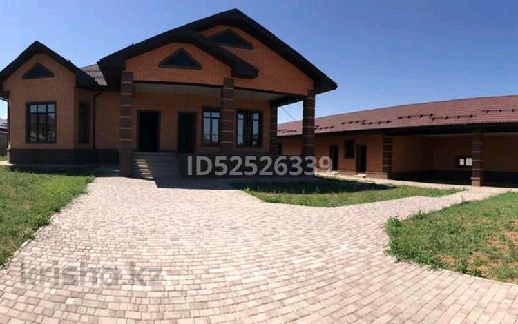 6-комнатный дом, 500 м², 21 сот., Квартал 23 49 — Суюнбая за 89.5 млн 〒 в Каскелене