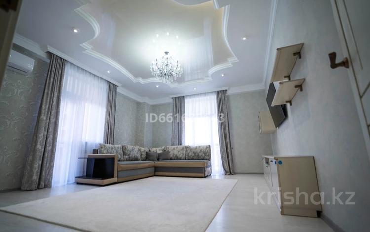 2-комнатная квартира, 84 м², 7/14 этаж помесячно, 17-й мкр 8 за 260 000 〒 в Актау, 17-й мкр