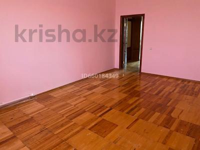 7-комнатный дом, 300 м², 10 сот., Мкр Отрадный 64 за 33 млн 〒 в Темиртау — фото 13
