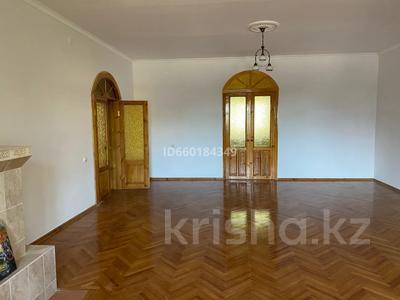 7-комнатный дом, 300 м², 10 сот., Мкр Отрадный 64 за 33 млн 〒 в Темиртау — фото 2