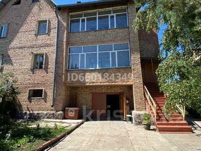 7-комнатный дом, 300 м², 10 сот., Мкр Отрадный 64 за 33 млн 〒 в Темиртау — фото 26