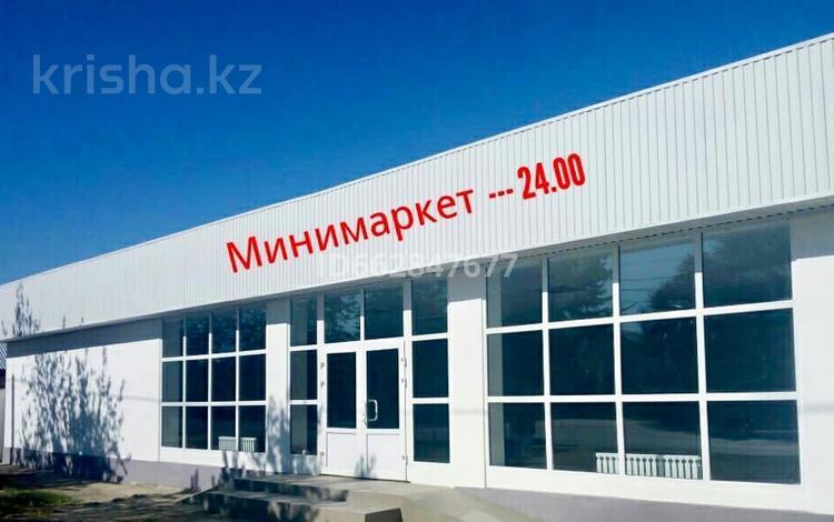 Магазин площадью 310 м², Кунаева 92 — Жургенова за 2 500 〒 в Актобе, Старый город